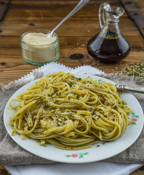 Kürbiskernöl – Spaghetti mit gerösteten Kürbiskernen