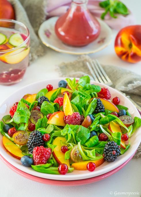 Beeren – Nektarinen – Feldsalat mit Himbeerdressing