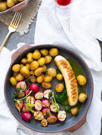 Kalbsbratwurst mit Schnittlauchöl, gegrillten Radieschen und Bratkartoffeln 1