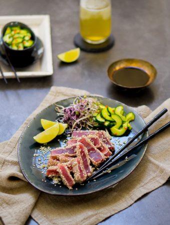 Gegrillter Sesam-Thunfisch mit asiatischem Gurkensalat Beitragsbild