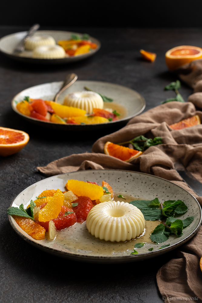 Mandel-Panna Cotta mit Zitrusfrüchte-Salat Beitragsbild