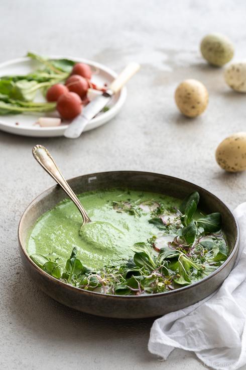 Vogelsalat-Suppe mit Kresse und Radieschen - Rezeptbild