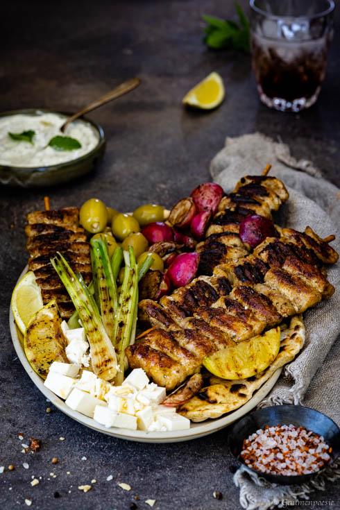 Chicken-Souvlaki Platte mit Zitronen-Minz-Tsatsiki Slider