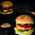 Chili-Cheeseburger mit Johannisbeeren 1