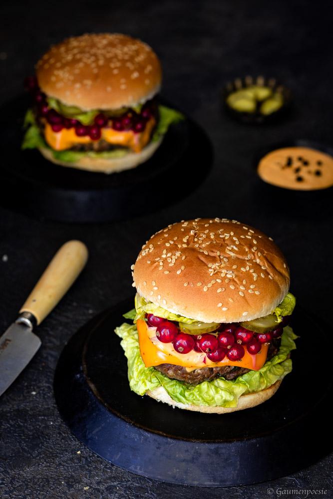 Chili-Cheeseburger mit Johannisbeeren Rezeptbild