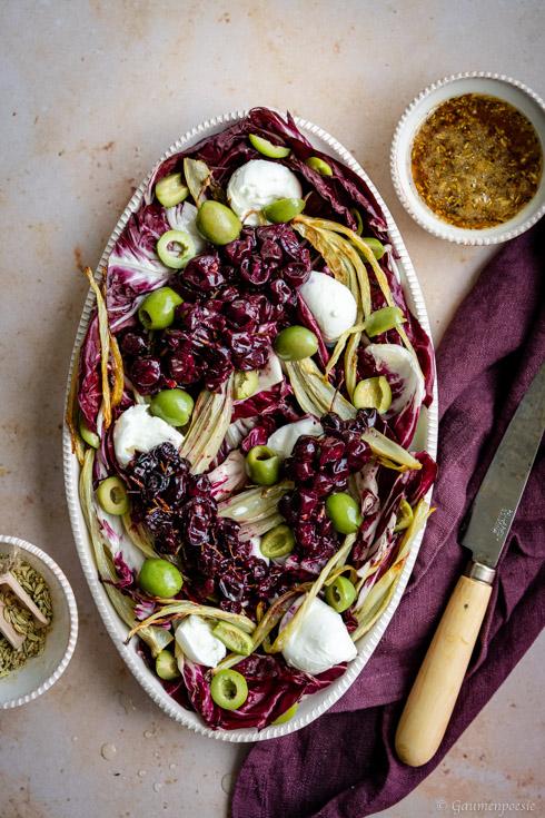 Radicchio-Fenchel-Salat mit gerösteten Weintrauben und Burrata - Rezept