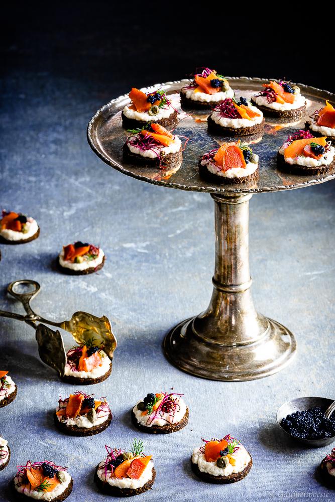 Vegane Karottenlachs-Brötchen mit Meerrettich
