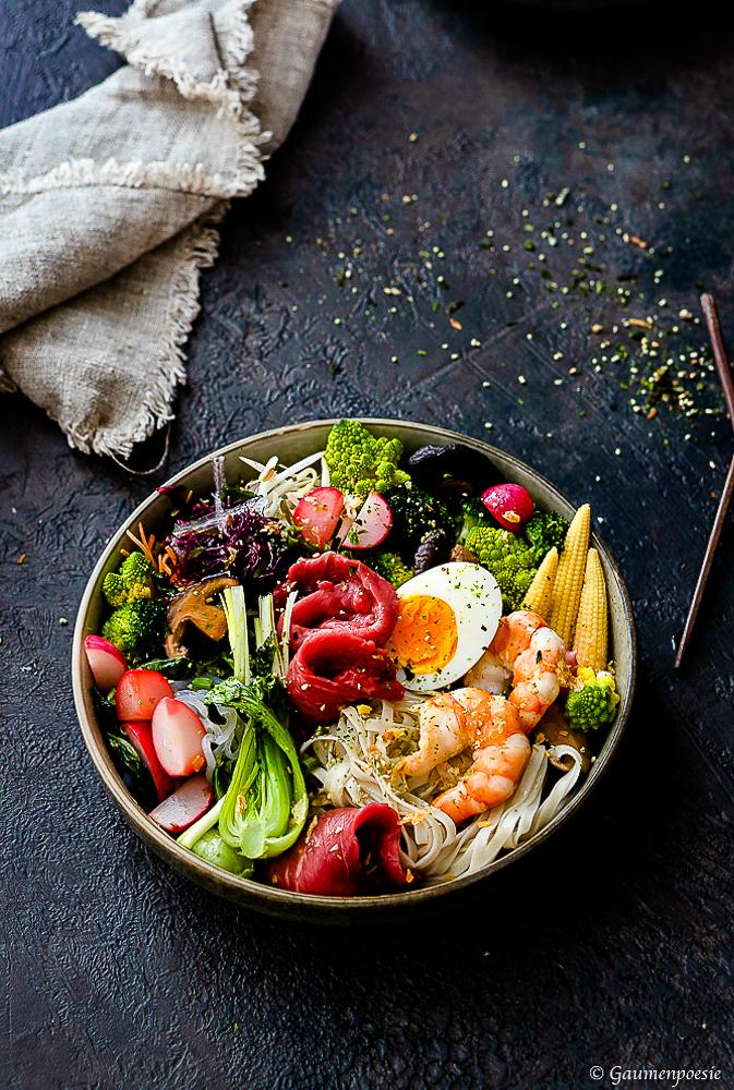Ramen-Bowl mit Shrimps und Rinderfiletstreifen 2