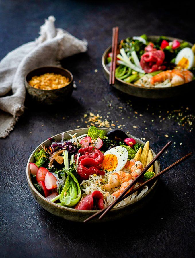 Ramen-Bowl mit Shrimps und Rinderfiletstreifen 1