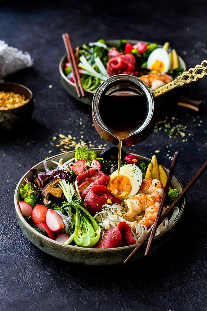 Ramen-Bowl mit Shrimps und Rinderfiletstreifen 4