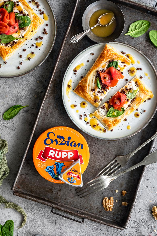 Räucherlachs-Tarte mit Linsen, Spinat und Orangensenf-Dressing 2
